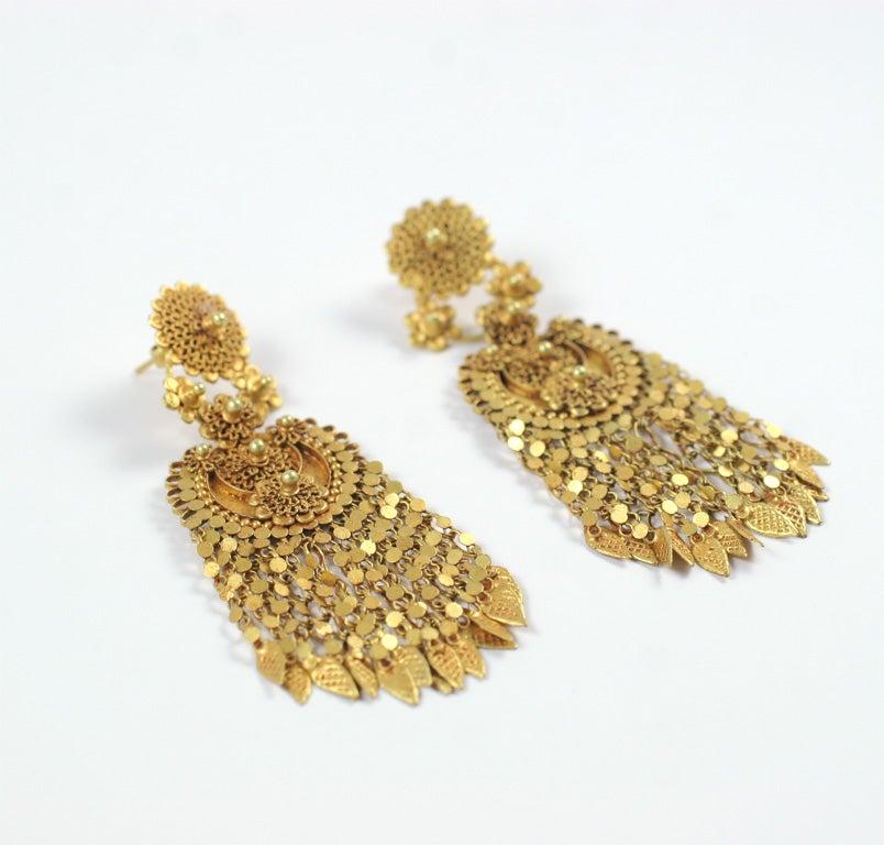 18kt Yellow Gold Flower Earrings 3