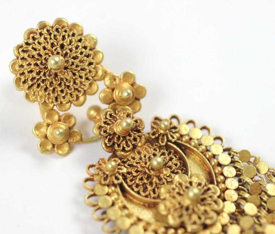 18kt Yellow Gold Flower Earrings 6