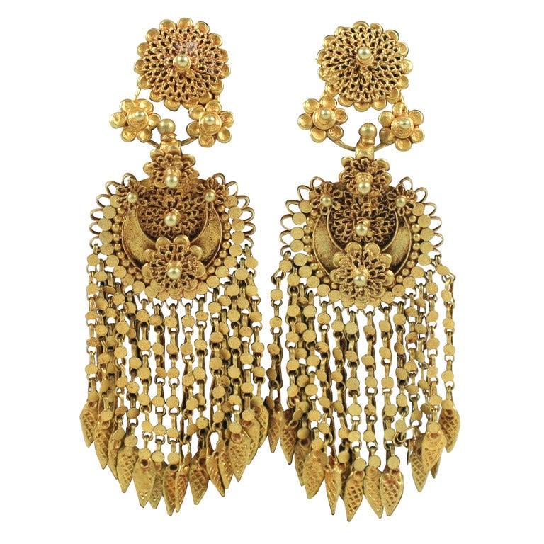 18kt Yellow Gold Flower Earrings 1