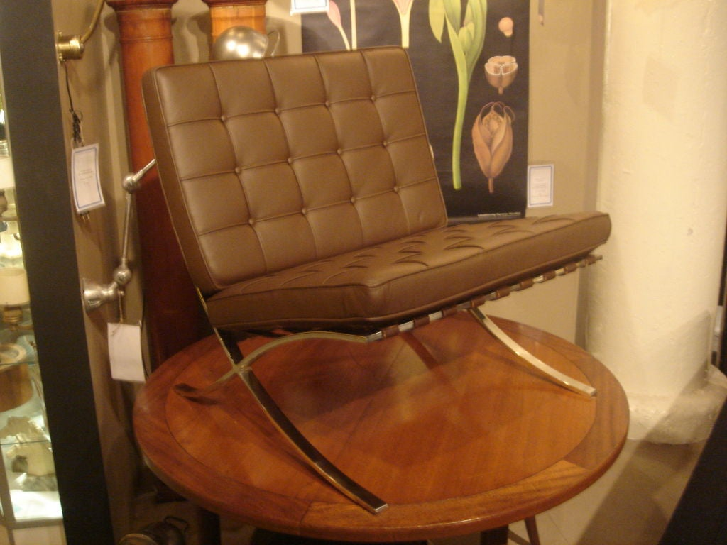 Pair of Vintage Knoll Barcelona Chairs in New Brown Leather image 3