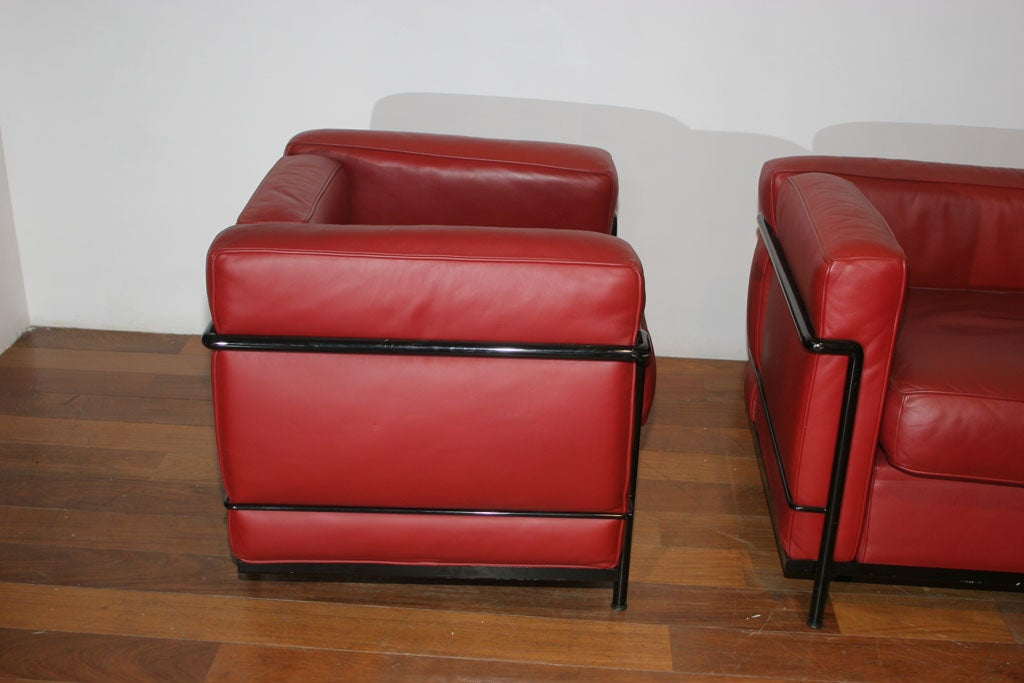 Cassina le corbusier lc2 sofa and chair in red leather at 1stdibs Le corbusier lc2 sofa