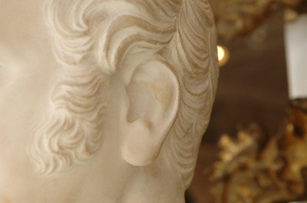 Carved Marble Bust of a Gentleman on Fluted Pedestal For Sale 1