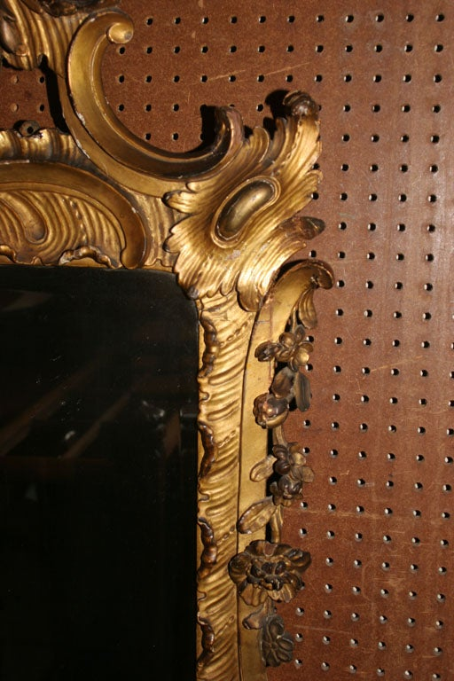 Hand-Carved 18th Century Carved Chinoiserie-Style Wall Mirror For Sale