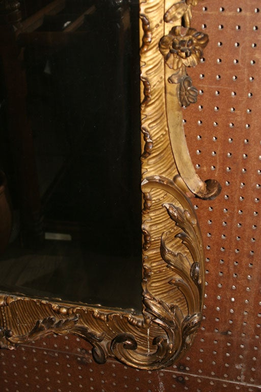 18th Century Carved Chinoiserie-Style Wall Mirror In Good Condition For Sale In New York, NY
