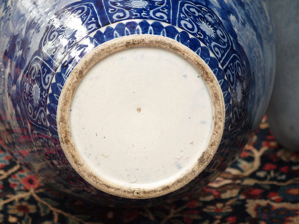 MONUMENTAL BLUE AND WHITE JAPANESE LIDDED JAR For Sale 1