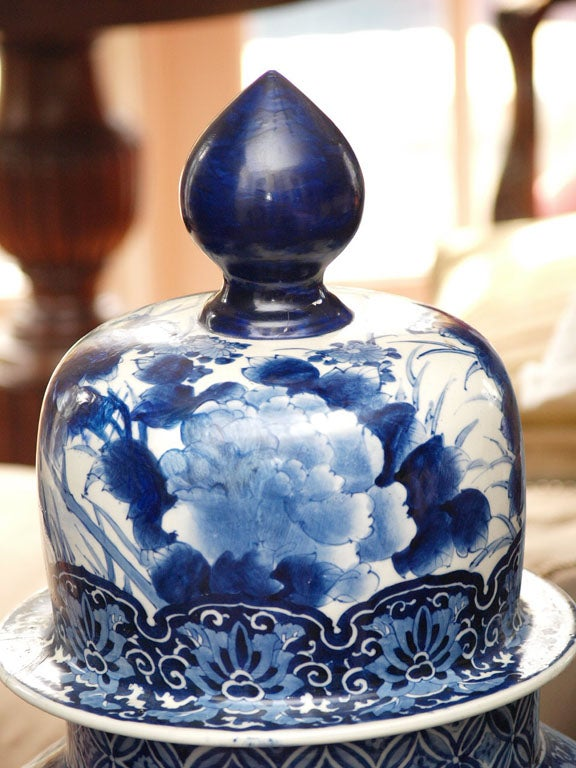 MONUMENTAL BLUE AND WHITE JAPANESE LIDDED JAR For Sale 4