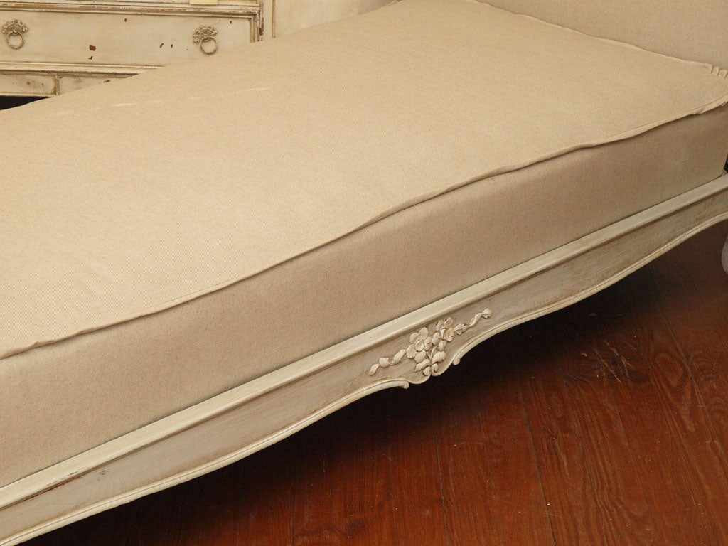 19th c. French Daybed with Belgian Linen image 5