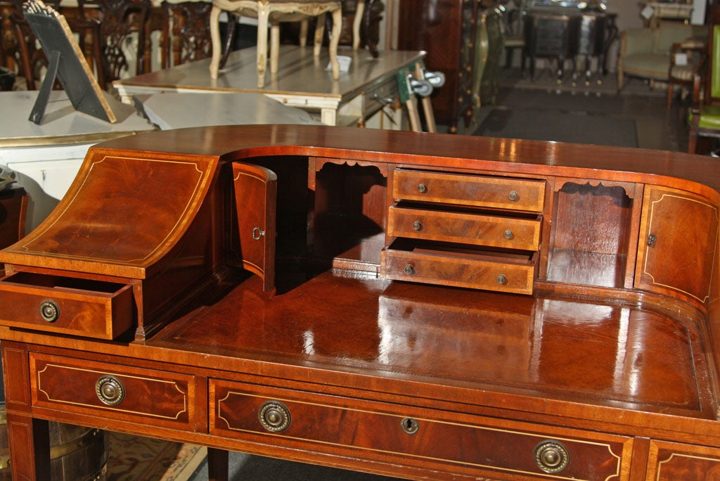 Mahogany Carlton House Banded Desk In Excellent Condition In Stamford, CT