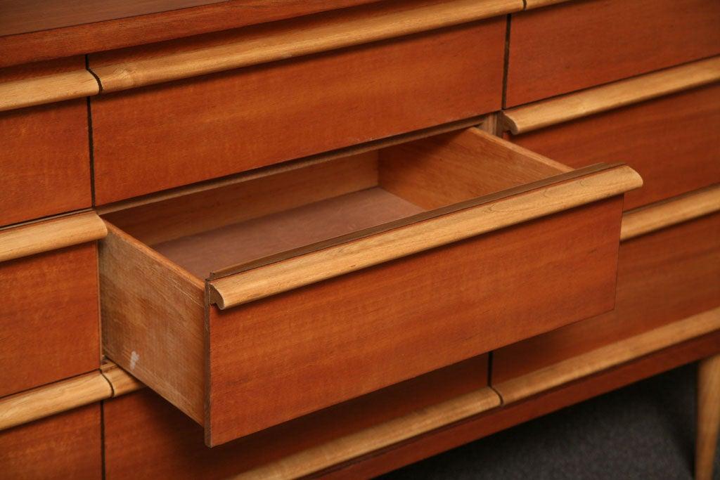 Mid-20th Century Tres Smart 50's Modern  Walnut Dresser