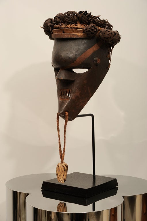 Old and Good Salampasu Mask In Good Condition For Sale In New York, NY