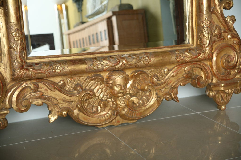 Fine and Monumental Italian Baroque Giltwood Mirror For Sale 2