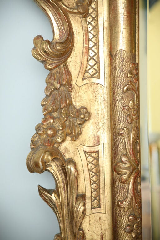 Fine and Monumental Italian Baroque Giltwood Mirror For Sale 4