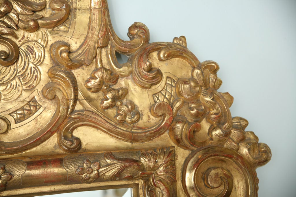 Fine and Monumental Italian Baroque Giltwood Mirror For Sale 6