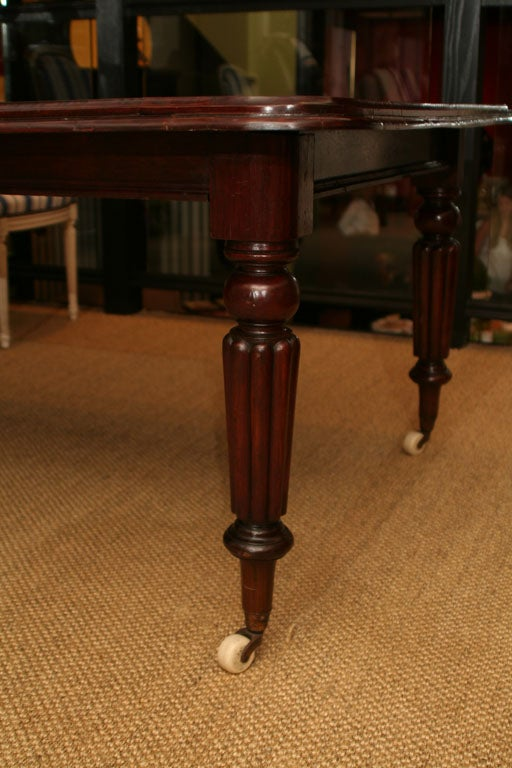 19th Century William IV Mahogany Extending Dining Table For Sale