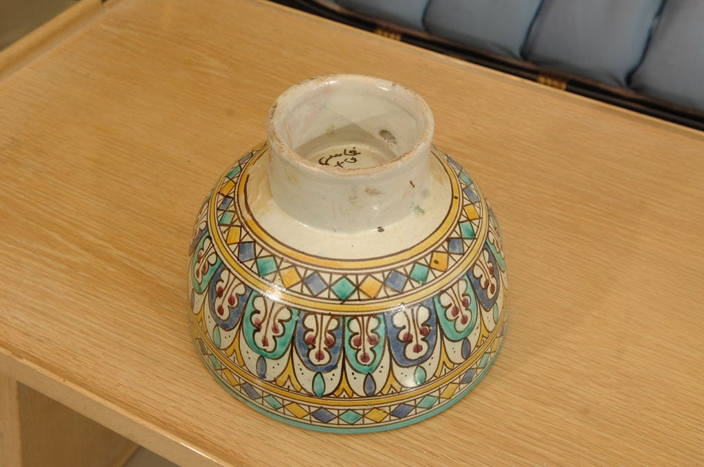 Moroccan faience pottery footed bowl with polychrome for Decoration faience
