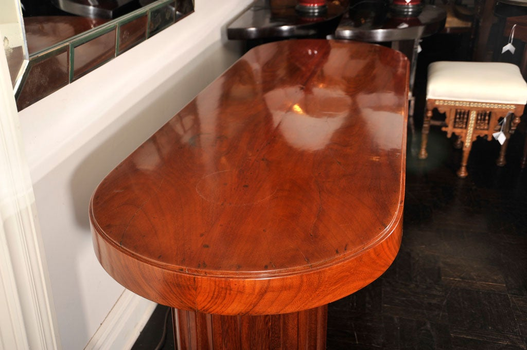 French Early 20th Century Mahogany Oval Centre Table For Sale
