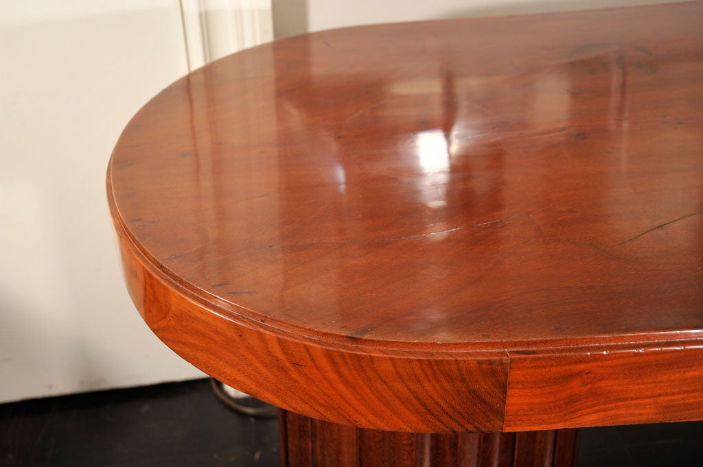Early 20th Century Mahogany Oval Centre Table In Good Condition For Sale In New York, NY