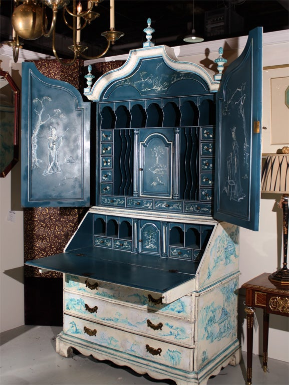 Painted Chinoiserie Style Secretary In Excellent Condition For Sale In Stamford, CT