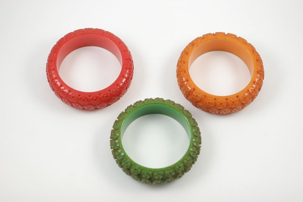 Set of Three Bakelite Bangle Bracelets 6