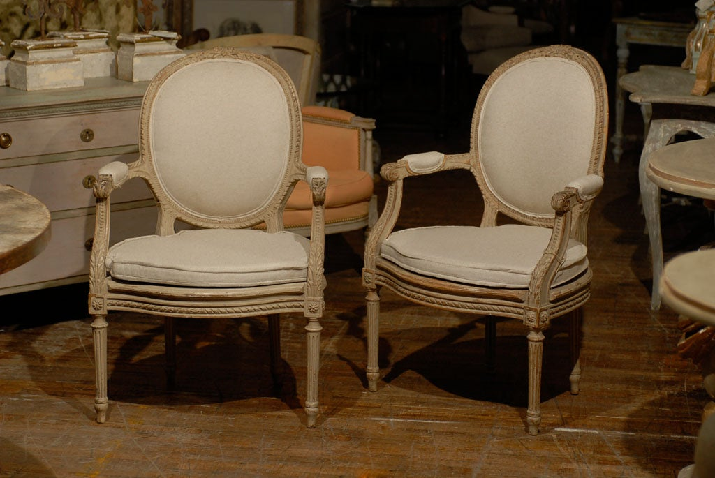 Exquisite Pair of French Oval Back Painted Wood Upholstered Bergeres Chairs 10