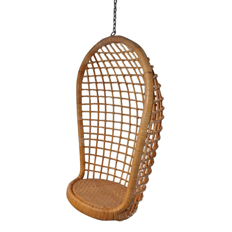 Merveilleux Vintage Rattan Hanging Egg Chair For Sale