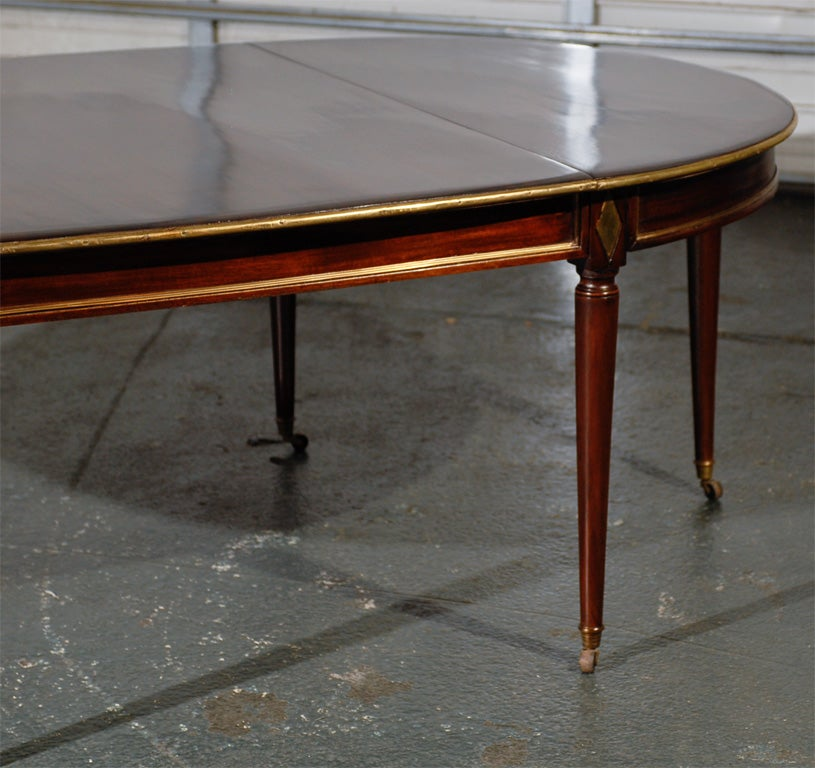 W brown antique dining table super quality at 1stdibs for Best quality dining room furniture