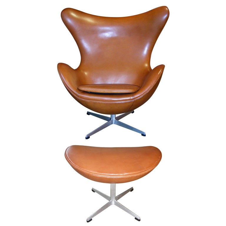 1960s egg chair and foot rest by arne jacobsen at 1stdibs. Black Bedroom Furniture Sets. Home Design Ideas