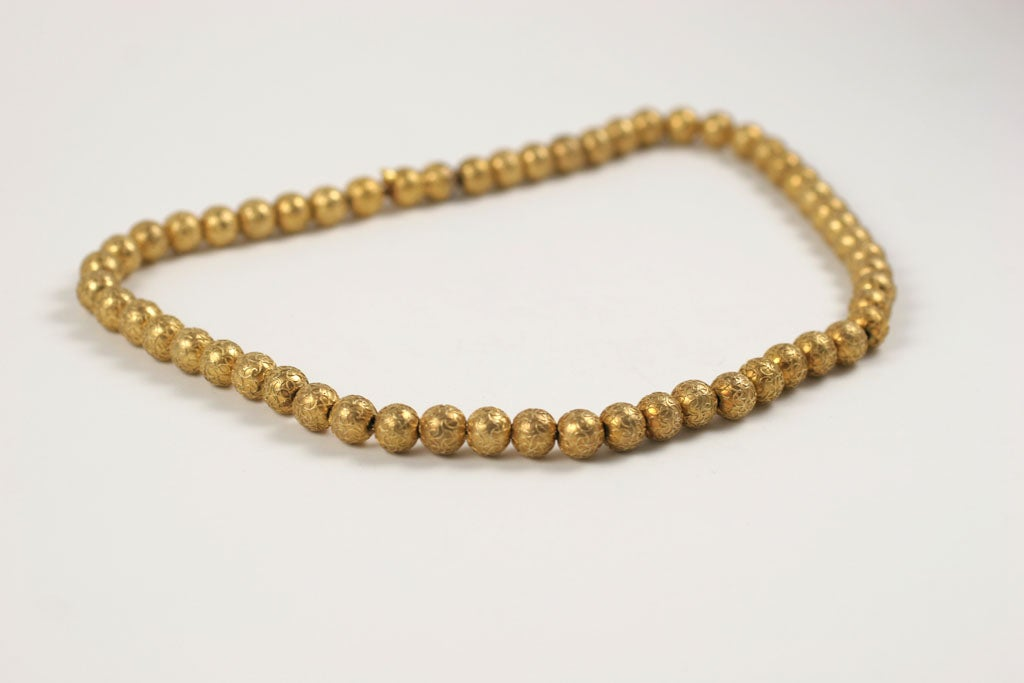 Antique Art Deco Engraved Gold Spider Web Gold Bead Necklace For Sale 1
