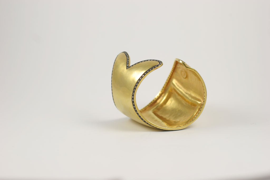 An 18kt Yellow Gold and Diamond Fish Cuff at 1stdibs -> Munari Quartz
