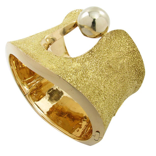 Schwartz Bold Gold Cuff at 1stdibs -> Munari Quartz
