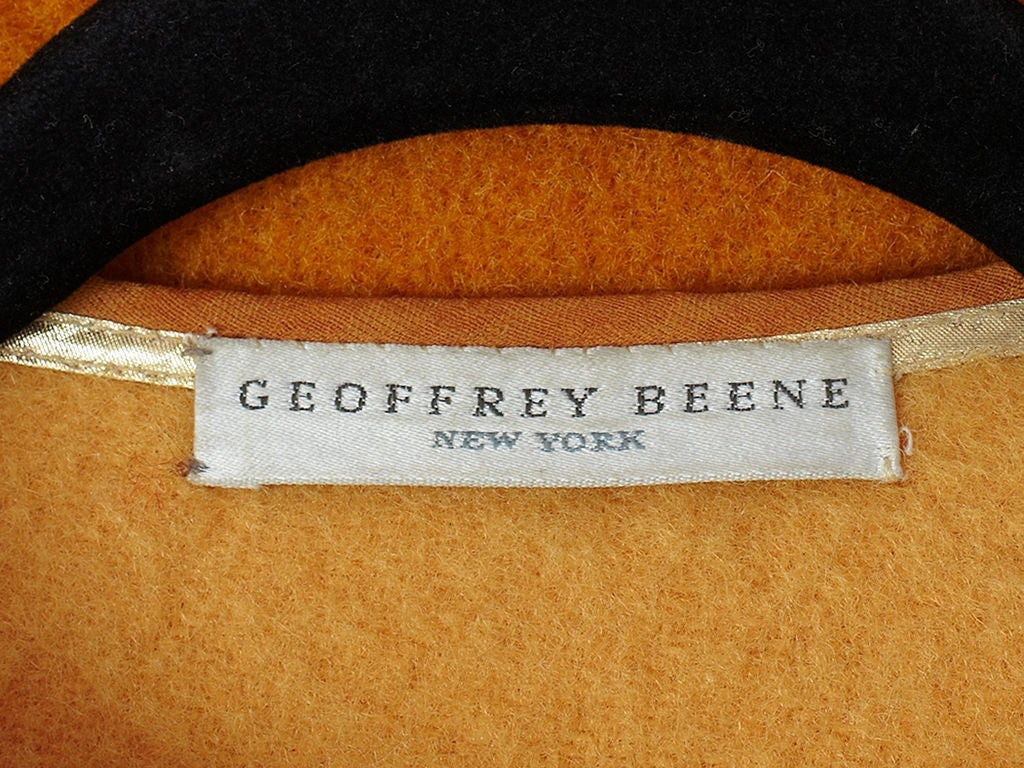 Geoffrey Beene blanket coat In Excellent Condition For Sale In New York, NY