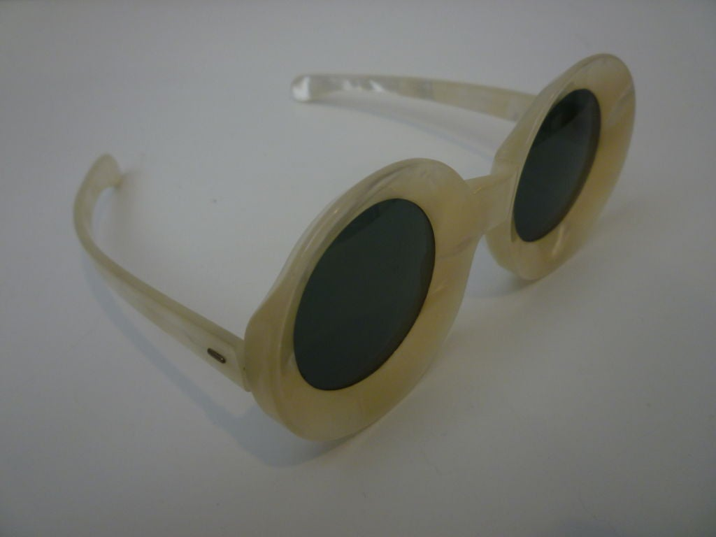 50s Chic Pearlized Round Sunglasses 2