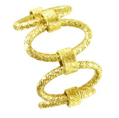 A handmade gold Tiffany bracelet with oval links