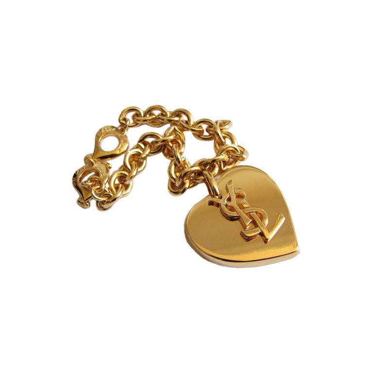 yves saint laurent gilt metal 39 ysl 39 heart bracelet at 1stdibs. Black Bedroom Furniture Sets. Home Design Ideas