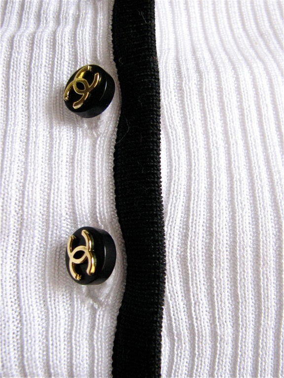 CHANEL cropped white cardigan with CC buttons 2