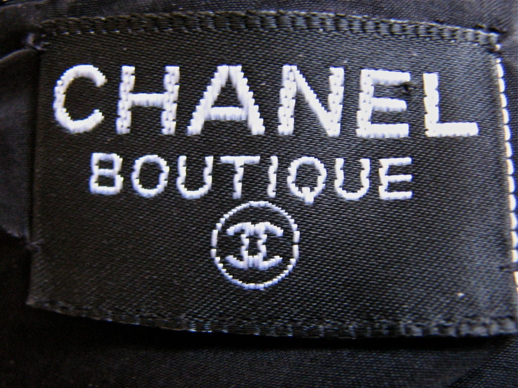 rare CHANEL sequined shell with bows and gilt buttons 4