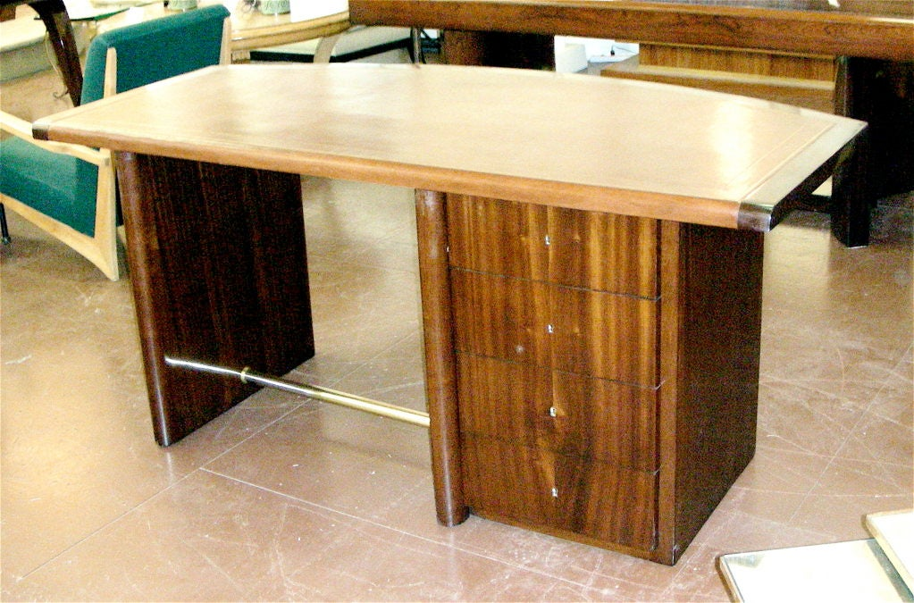 Art Deco Curved Mahogany Desk In Good Condition For Sale In Brooklyn, NY