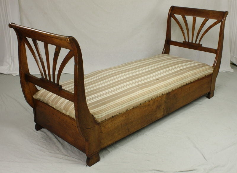 Antique french walnut daybed at 1stdibs for Furniture reupholstery yonkers