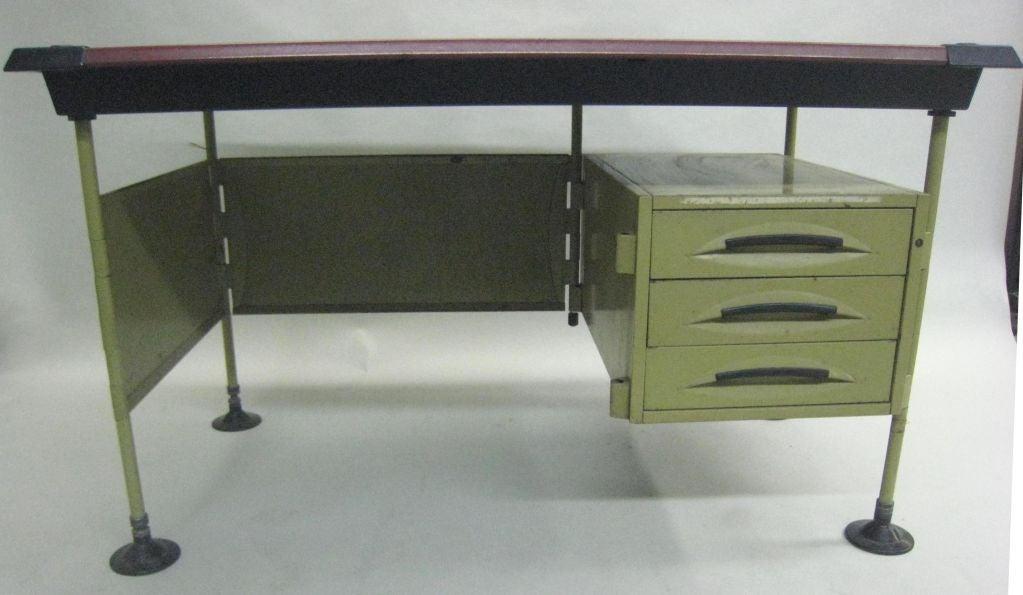 Italian Modernist Spazio Desk by Studio BBPR for Olivetti In Good Condition For Sale In New York, NY