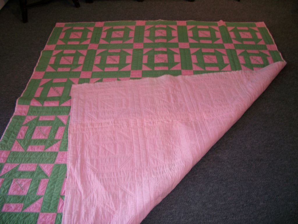 Dated 1929 Friendship Quilt/Hole in the Barn Door Pattern In Good Condition For Sale In Los Angeles, CA