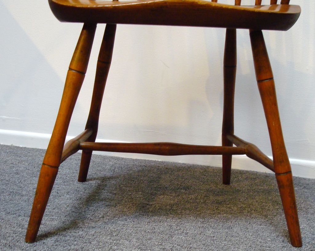 18TH C. NEW ENGLAND BOW BACK WINDSOR  ARM CHAIR W/SADDLE SEAT For Sale 1