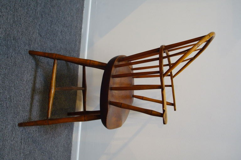 18TH C. NEW ENGLAND BOW BACK WINDSOR  ARM CHAIR W/SADDLE SEAT For Sale 2