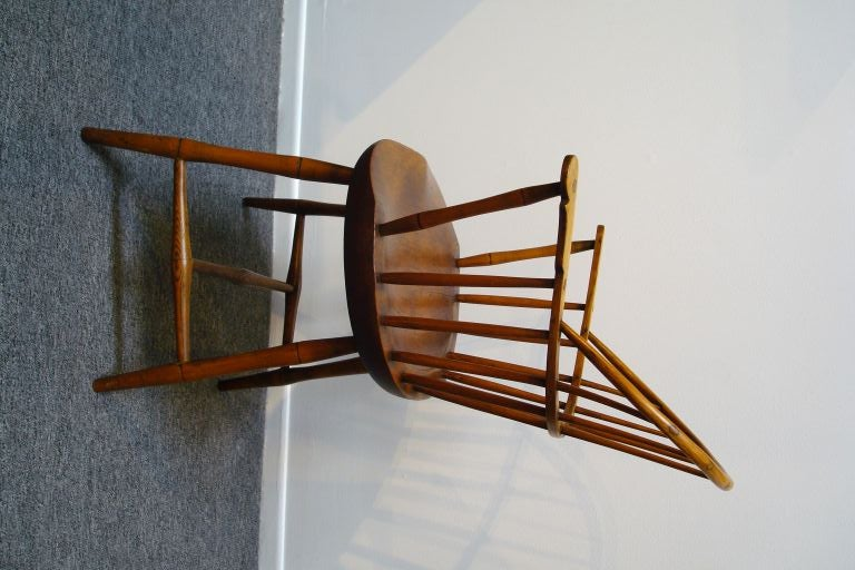18TH C. NEW ENGLAND BOW BACK WINDSOR  ARM CHAIR W/SADDLE SEAT For Sale 4