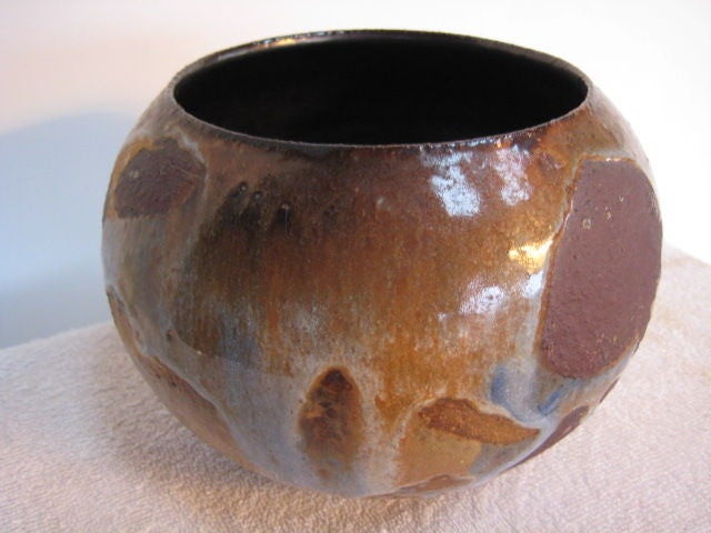 An unusual ceramic vase by Frans Wildenhain in contrasting glaze.