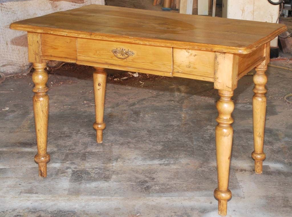 Small Continental Country Table or Desk In Excellent Condition In Los Angeles, CA