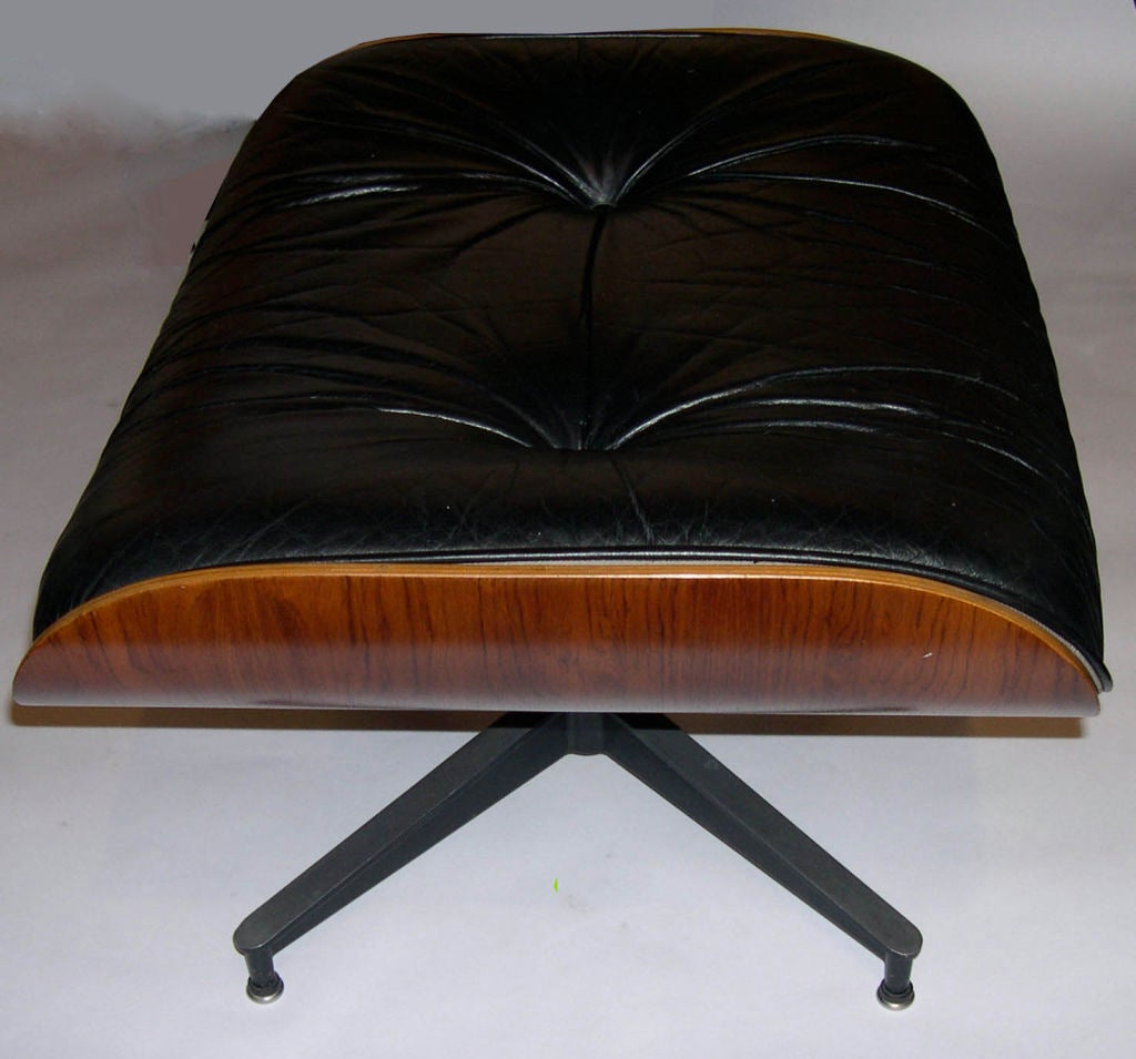 original eames 670 lounge chair and 671 ottoman in black leather at 1stdibs. Black Bedroom Furniture Sets. Home Design Ideas