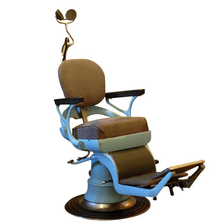 Dentist chair articulated dentist chair
