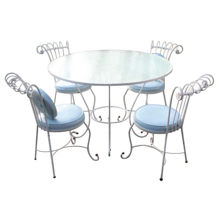 Dorothy Draper Style 1940s Wrought Iron Patio Set For Sale