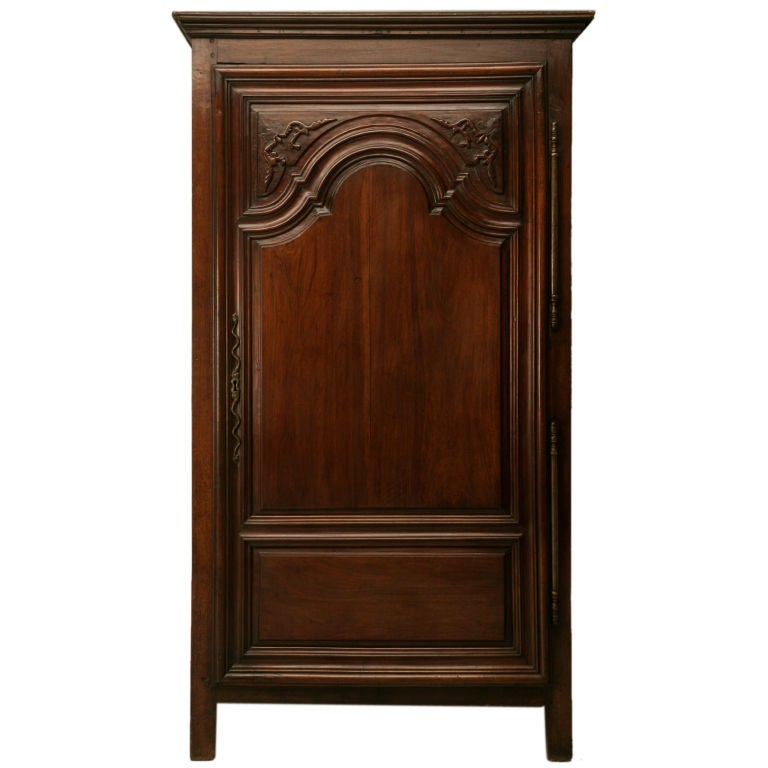 exquisite 17th c hand carved french louis xiv bonnetiere armoire at 1stdibs. Black Bedroom Furniture Sets. Home Design Ideas