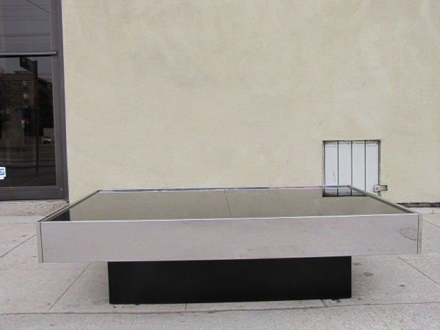 Black glass top coffee table bar by roche bobois at 1stdibs for Bar roche bobois